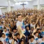 Padre 'pop star' do Pará vai integrar agência de celebridades brasileiras